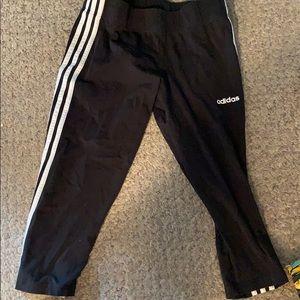 NWOT black adidas 3 stripe cropped legging. Large